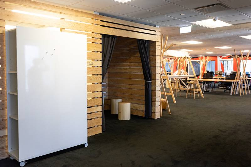 Rolling whiteboard with shelves arrives at temporary office in Canada