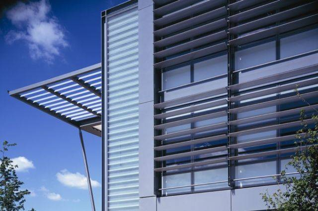 Solarfin fixed or moveable extruded louvre solar shading system