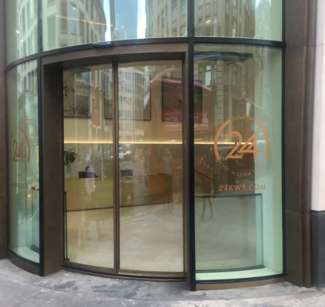 IMPRESSIVE CURVED GLASS ENTRANCE FOR LANDMARK LONDON OFFICES