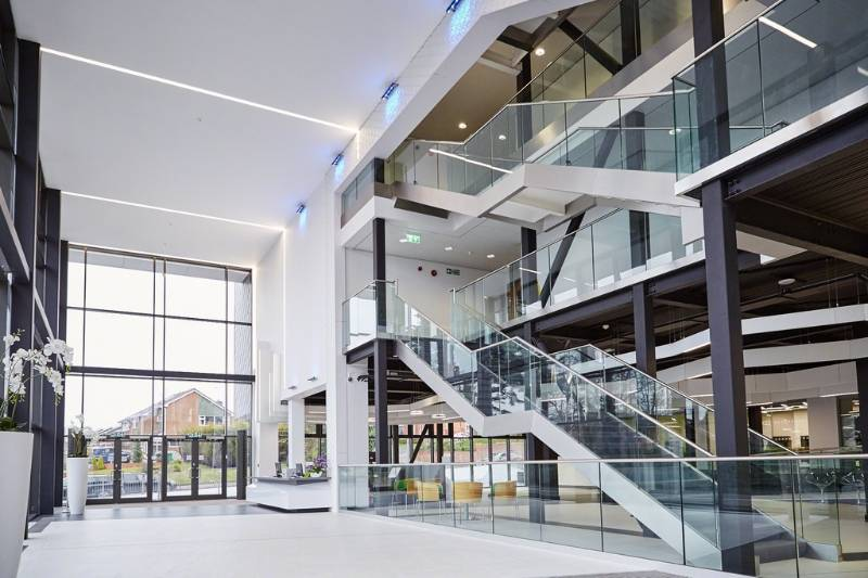 Easy Glass 3kN - High-tech college building UK