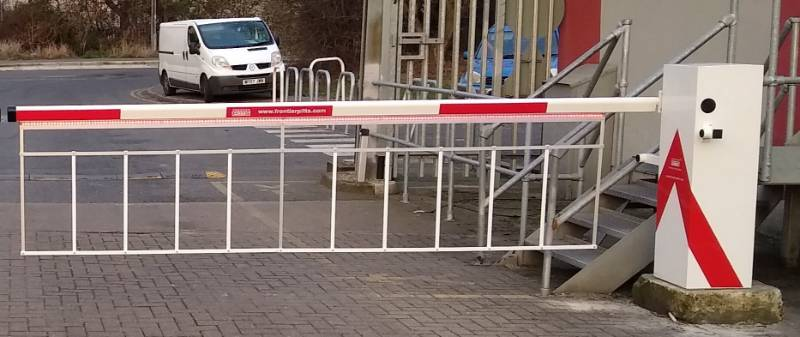 Automatic Barriers with LED strip Traffic Lights on boom