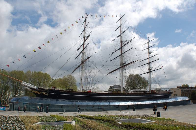 The Cutty Sark once again rides the waves