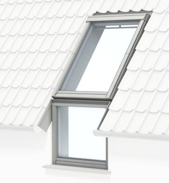 GGU manually operated, white polyurethane, centre-pivot roof window with fixed vertical window below
