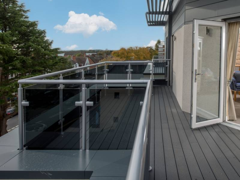 Glass balustrade maximises river views