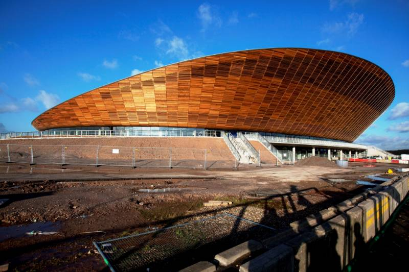 Distinct Double-Curved Roof for the Velodrome