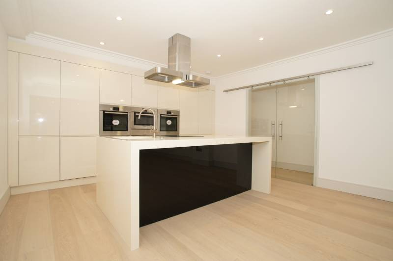 White Lacquered Oak in Roman House, London