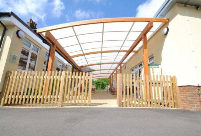 Tarnhow Curved Free Standing Timber Canopy