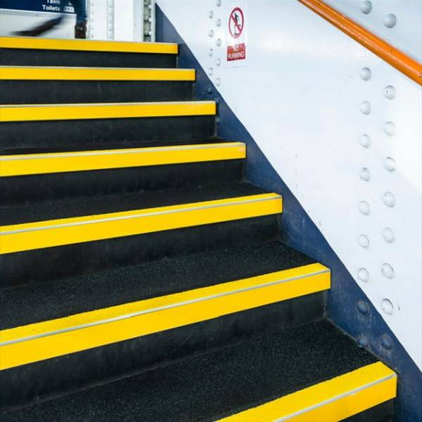 Anti Slip GRP Aluminium Reinforced Stair Tread Covers