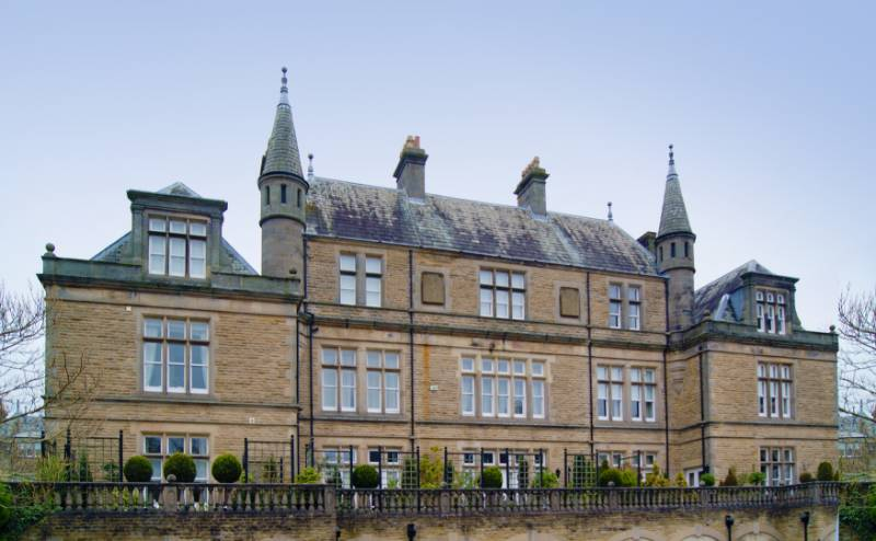 130 Spectus Vertical Sliding windows have been used in the refurbishment of Sovereign Park House in Harrogate. The prestigious Grade II listed building is set in a conservation area covering 17 acres