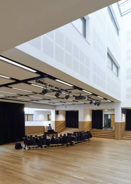 Junckers solid oak floor for award-winning school