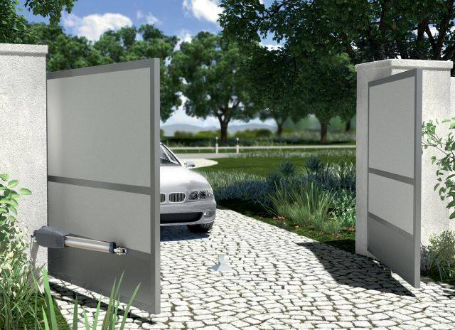 Hinged and swing gate automation mechanisms
