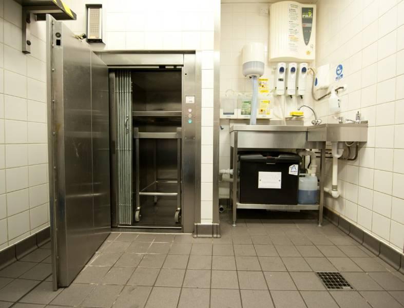 Service trolley lift – SHORTS/BKG