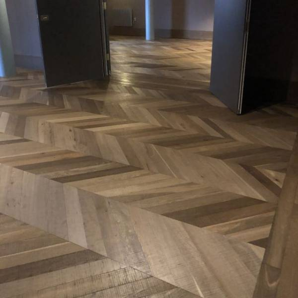 Oak Engineered Wood Flooring, UV Oiled, Band Sawn Chevron Parquet