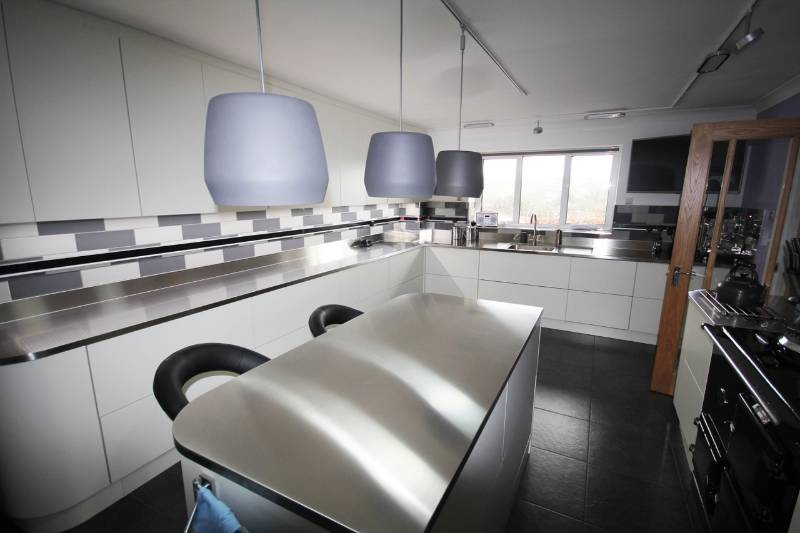 KITCHEN SPECIALIST CALLS ON GEC ANDERSON FOR HER OWN REFURBISHMENT