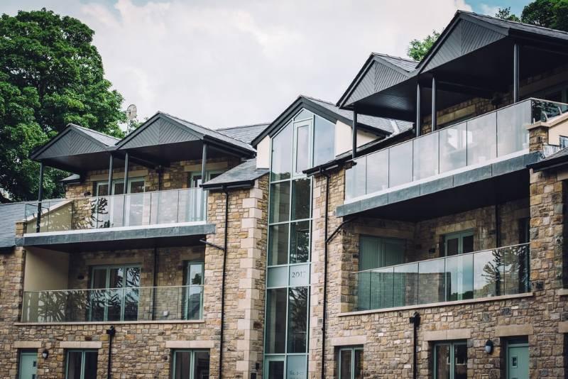 Easy Glass Pro glass balustrade + stainless steel balustrade Q-line – Lancashire apartment development