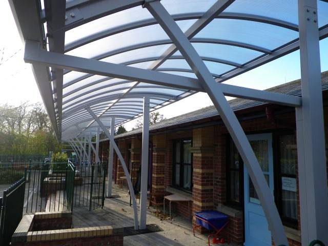 Twinfix Curved Canopy Glazed With Polycarbonate Non-Fragile (ACR(M)001:2014, Class B)