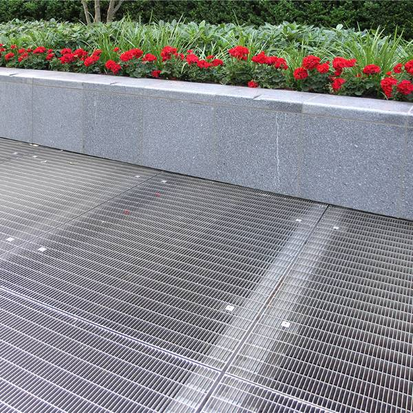 Stainless steel open mesh floor grating for Vista Apartments at Chelsea Bridge
