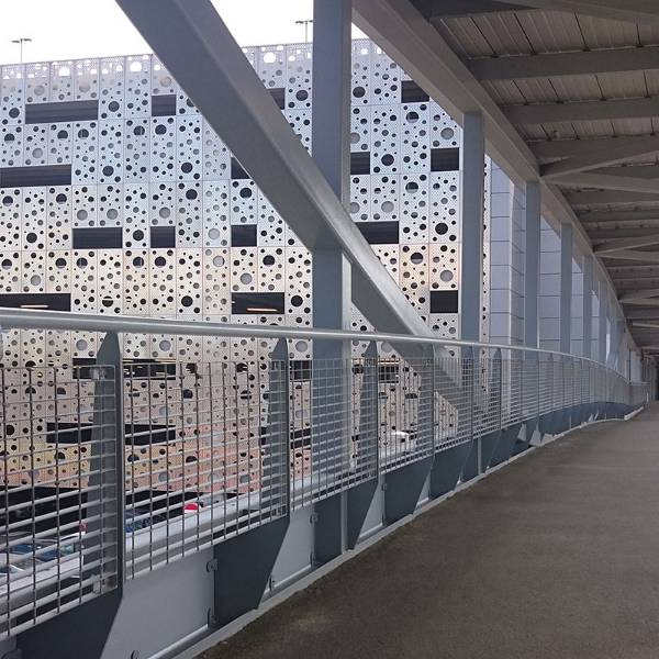 The Hydro: Infill panels for the balustrade were supplied by Lang+Fulton, made from Micro-34 architectural grating.