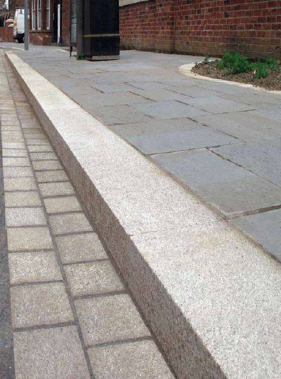 Granite Kerb and Channel (Portuguese)