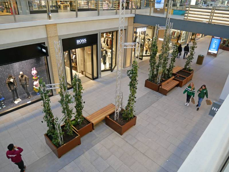 Seating and bespoke planters - Westgate Mall, Oxford