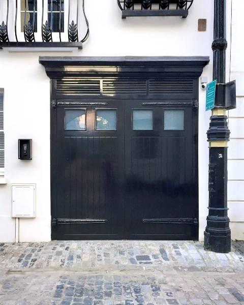 Coach house tradition beautifully preserved in Belgravia mews house renovation