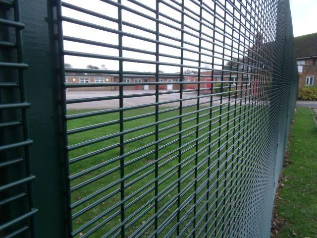 Securifor 4D + Bolt Spider Fixators - Metal mesh fence panel