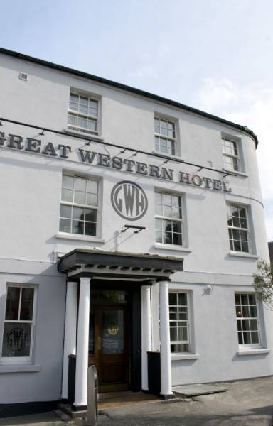 Self clean paint and mineral thin coat render restore 19th century hotel