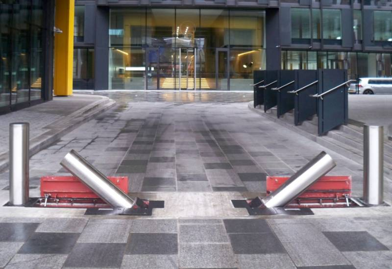 PAS 68 Terra Side Folding Quantum Bollard