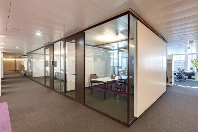 Life 620 Glass Partition