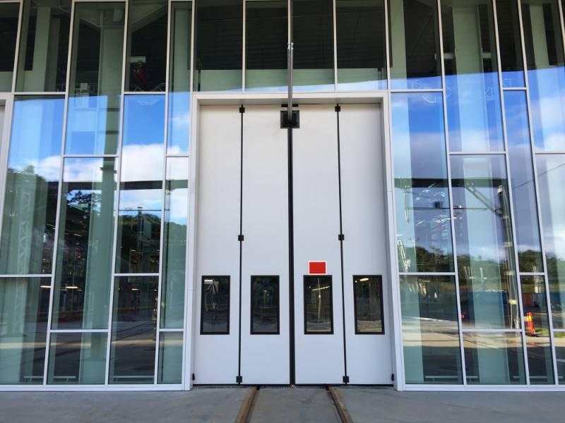 SWIFT SEW 2+2 Powered - Sliding door