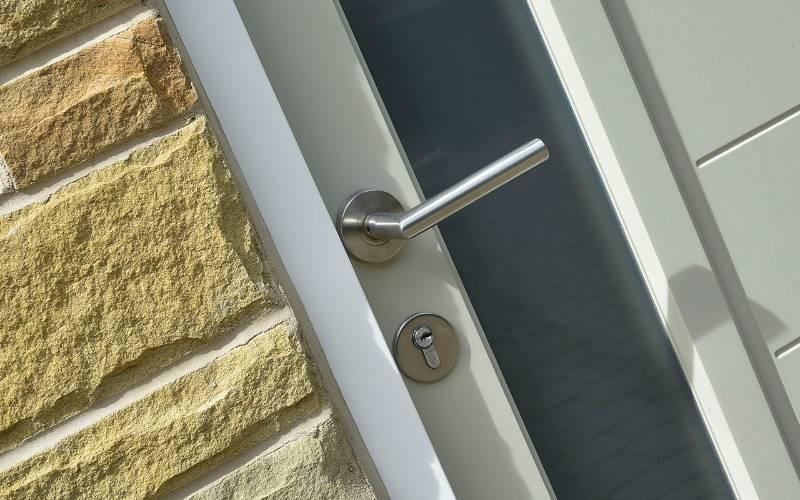 BLU™ - KM060 Mitre Lever Door Handle On Round Rose