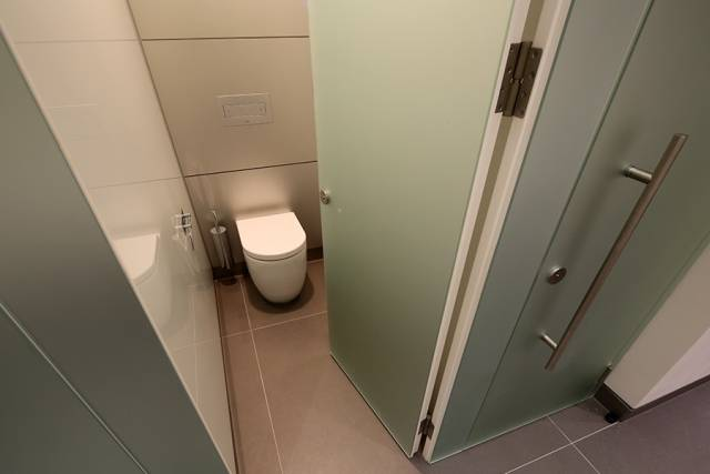 Alto Kristalla Toilet Cubicles