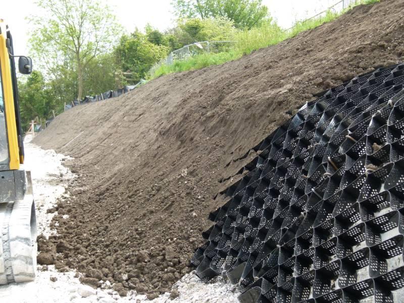 Cutting Drainage & Reinforcement, Erosaweb & Fildrain, Luton Dunstable Busway, Bedfordshire, UK