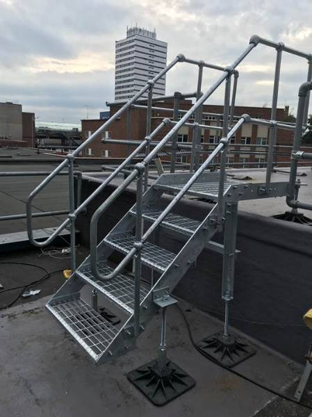 External industrial stair system - Ascent up and on step unit